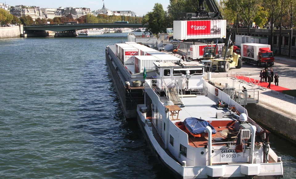 Frederic Cuvillier sponsors the operation « Franprix takes to the Seine »